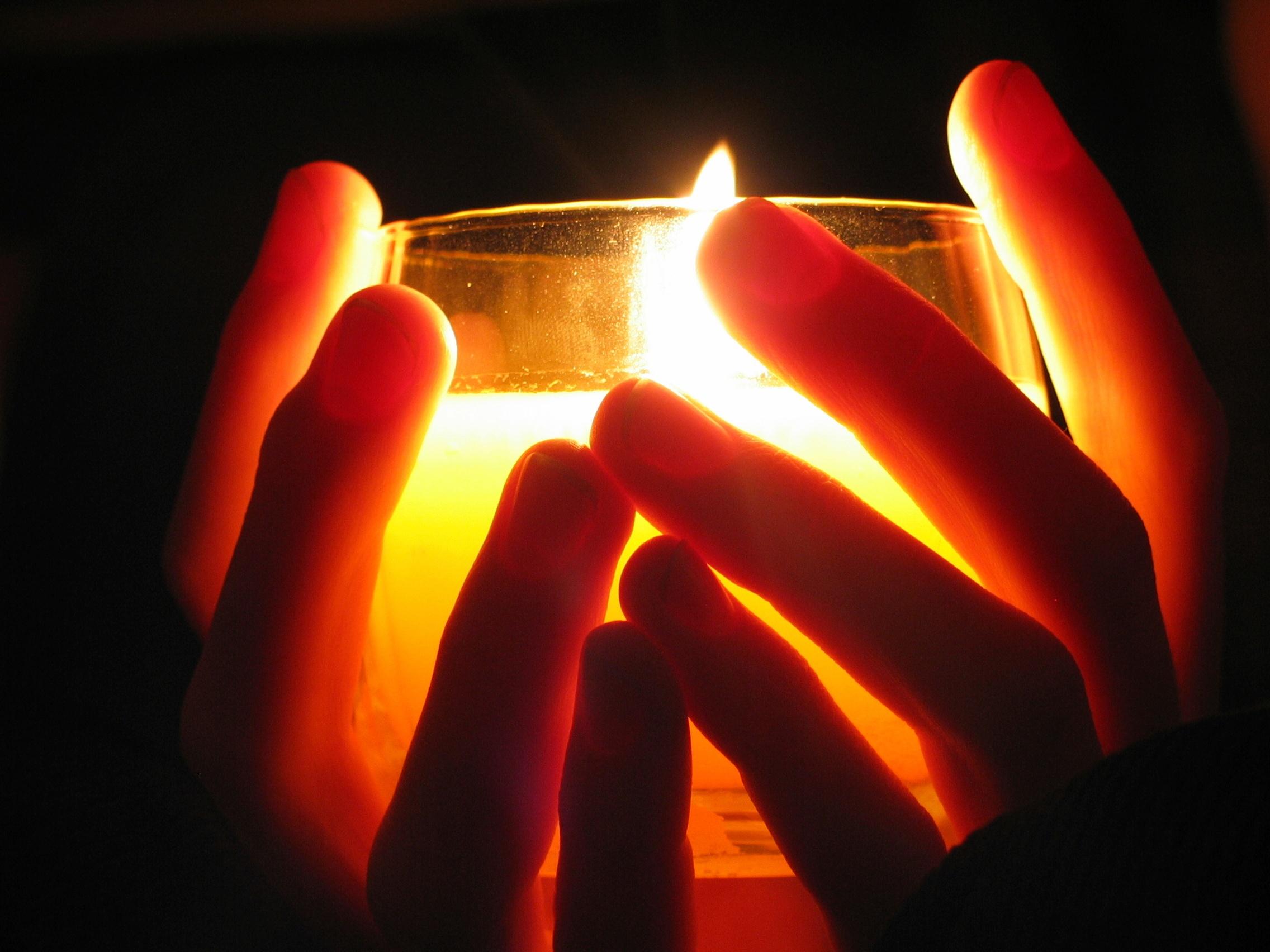 Candle_Hands_iStock_000000153399_Medium.jpg