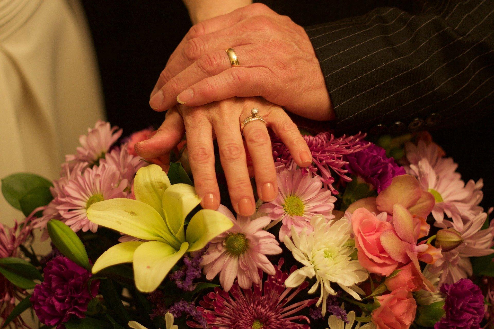 Couple_hands_anniversary.jpg